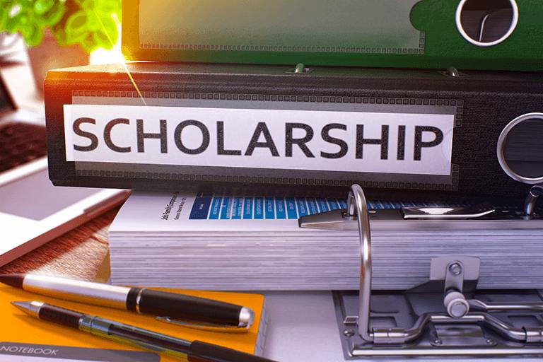 奨学金制度の仕組みを紹介する場面